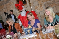 Auch der Weihnachtsmann kam zur Sektverkostung (Foto steiermarkwein)