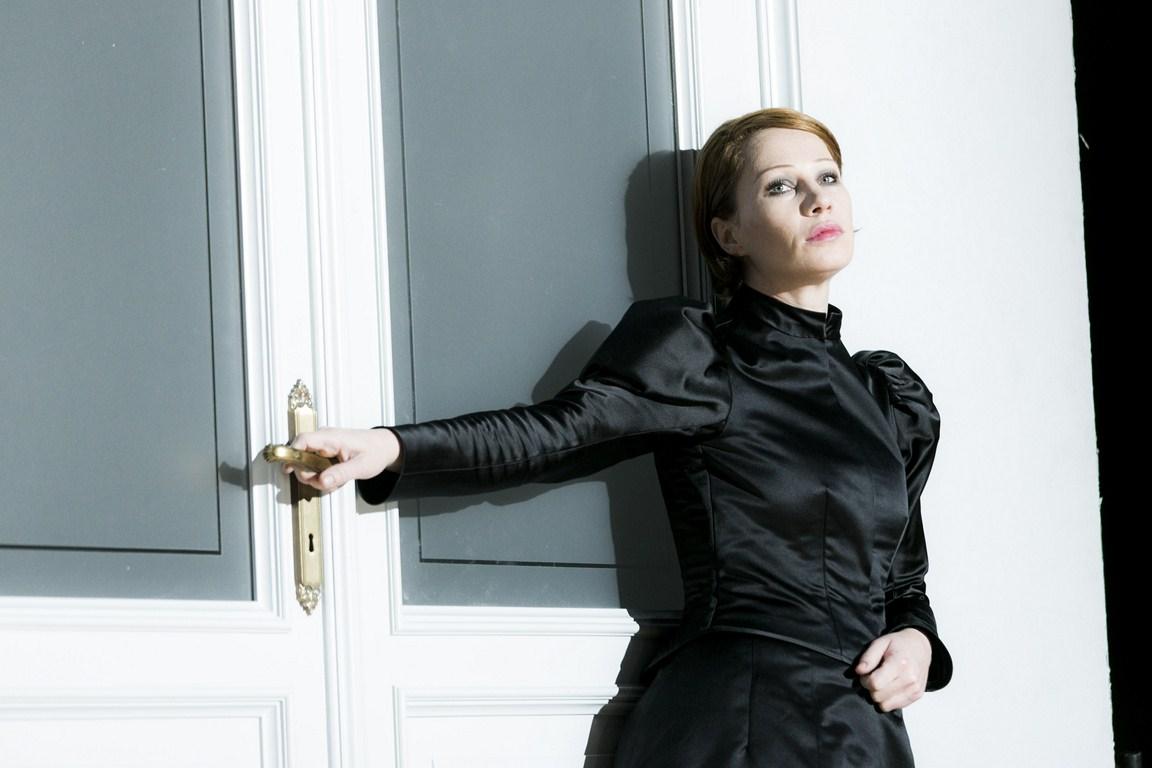 "Birgit Minichmayr als ""Hedda Gabler"" am Residenztheater"