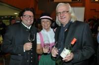Die Weinkenner Oliver und Beatrix Drenning vom Leibnitzer In-Cafe Elefant mit Henry Sams (Foto steiermarkwein.at)