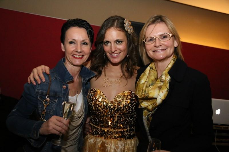Christina mit ihren Freundinnen Gerti Gröbl und Hedi Grager (Foto Markus Griesangerl)