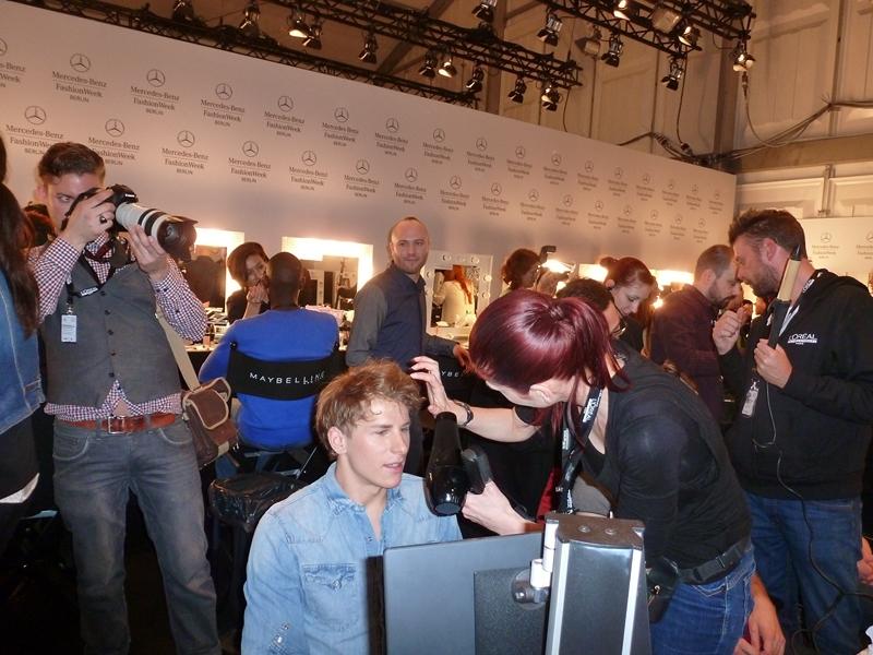 Marc Stone inmitten der Vorbereitungen für  die Show (Foto Eva Maria Guggenberger)