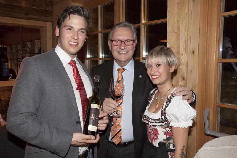 Winzer Christopher Glatz, Landtagspräsident Franz Majcen mit Organisatorin und Moderatorin Tina Veit (Foto Nikola Milatovic)