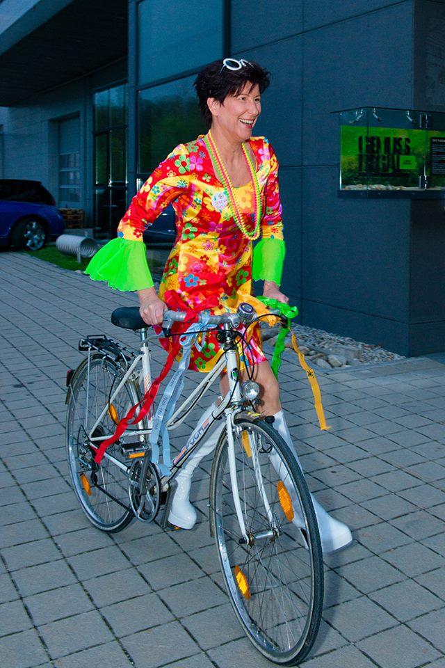 Eines der vielen Geschenke für Lisbeth: ein Fahrrad (Foto Hui Mei Stöckl)