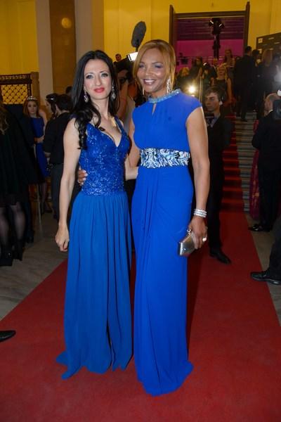 Initiatorin der Vienna Awards Marjan Firouz mit der britischen Star-Designerin Valerie Campbell (Foto Andreas Tischler)