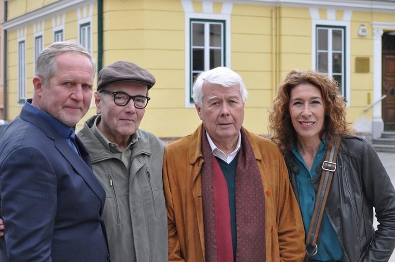 Harald Krassnitzer, Peter Fröhlich, Peter Weck und Adele Neuhauser: es ist immer Zeit für ein Foto (Foto Reinhard Sudy)