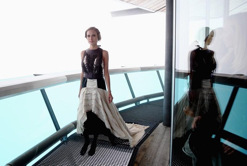 """Alena Gerber präsentierte die Mode von Rebekka Ruetz in der 360°-Panoramabar """"Top Mountain Star"""" (Foto Getty Images)"""