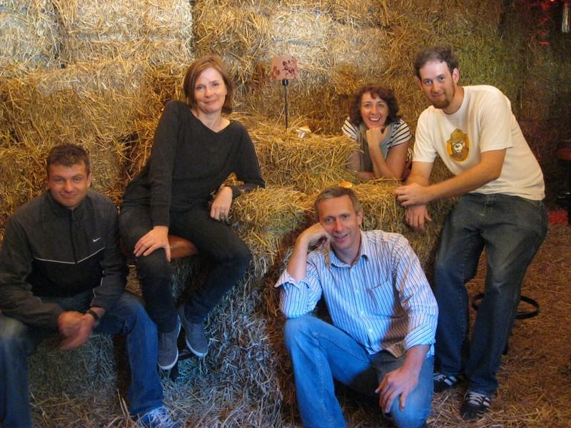 """Die Crew bei den Vorbereitungen zum Film """"4 Frauen und ein Todesfall"""" (Foto Gruber)"""