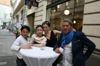 Modedesigner La Hong, Besitzerin Xu Xiaoqin, Geschäftsführerin Elisa Worschitz und Fashion-Experte und Lieferant Gianni Spampinato (Foto Christina Dow)