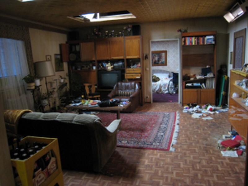 """Studiobau des Wohnzimmers für den Film """"Die unabsichtliche Entführung der Frau Elfriede Ott"""" (Foto Gruber)"""