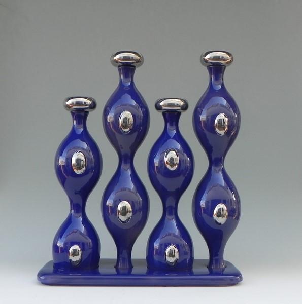 """""""Vibrazioni Auree"""" aus der Kollektion COME ACQUA CHE SCORRE. Alle Keramiken dieser Kollektion sind in der Manufaktur G.Mazzottti1903 in Albissola (Ligurien) in einer limitierten Serie von 9 Einzelstücken hergestellt worden"""