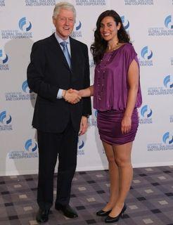 Solmaaz Adeli traf Bill Clinton 2012 im Hilton Hotel. Er war wieder in Wien, um den Life Ball zu  besuchte. Angeregt unterhielten sie sich über Opernmusik und die gute Lebensqualität in Wien.