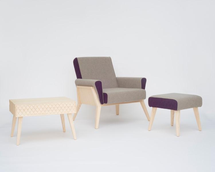 """Die Aesh&Tweed Collection von Georg Öhler wurde auf der """"Clerkenwell Design Week"""" präsentiert. Aesh&Tweed besteht – wie der Name schon sagt – aus Eschenholz und schottischem Tweed."""
