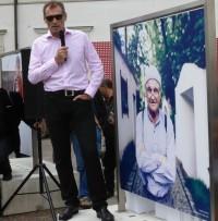 """Christian Jungwirth bei seiner Eröffnung der """"Menschenbilder"""" (Foto Hedi Grager)"""