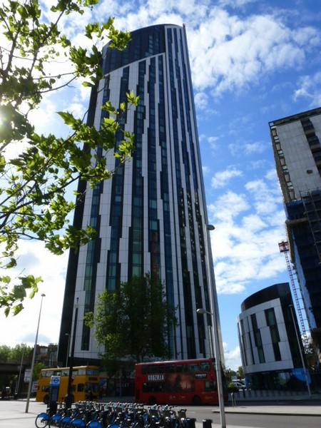 Der Designer Georg Öhler wohnt im 148 m hoch aufragende Strata Wohnturm im Londoner Southwark