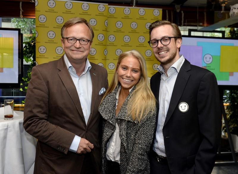Geschäftsführer von OE24.at Oliver Voigt und Niki Fellner. In ihrer Mitte Jenny Fellner, Herausgeberin von Madonna.