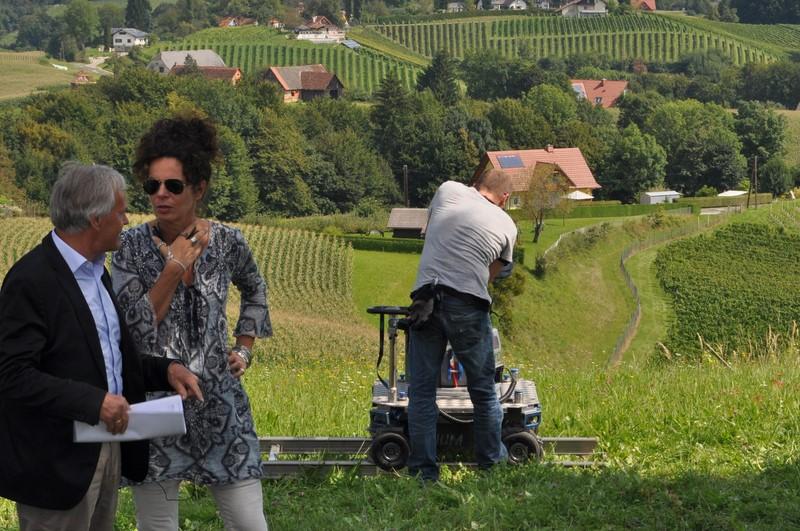 Produzent Dieter Pochlatko bespricht mit Regisseurin Franziska Buch die nächste Szene für den Film Käthe Kruse (Foto Reinhard Sudy)
