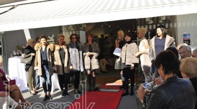 Gemma Mantel Schaun bei Kresnik Woman Store
