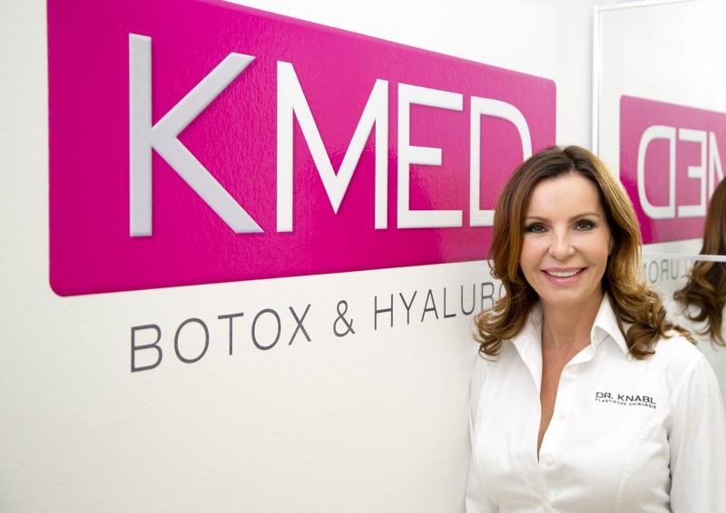Im K-Med-Institut bietet Dr. Knabl Faltenbehandlungen mit Hyaluron und Botox wie auch Lippenvergrößerungen mit lange anhaltenden Hyaluronsäuren an. (Foto feel image - Fotografie e.U.)