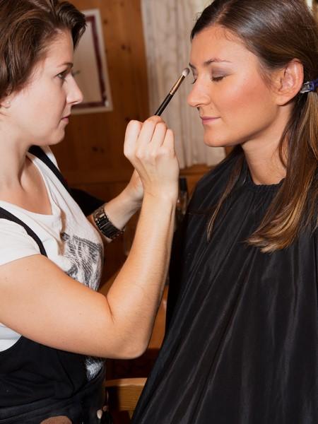 Make up-Artist Melissa Leitinger sorgte für das perfekte Styling von Sandra Thier (Foto Antonios Larentzakis)