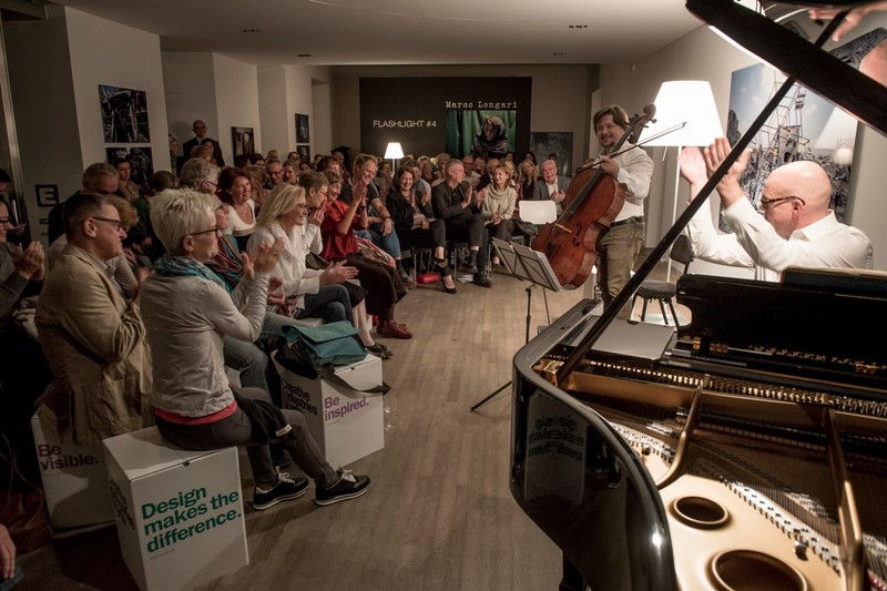 Das Publikum im Atelier Jungwirth war begeistert von Friedrich Kleinhapls neuer Tango-CD (Foto Christian Jungwirth)