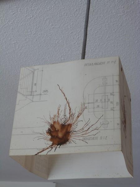 YENSE CREATION von Clara Bachan: Lampenschirme, Schals, Pölster, Decken, Couchüberzüge und mehr (Foto Hedi Grager)