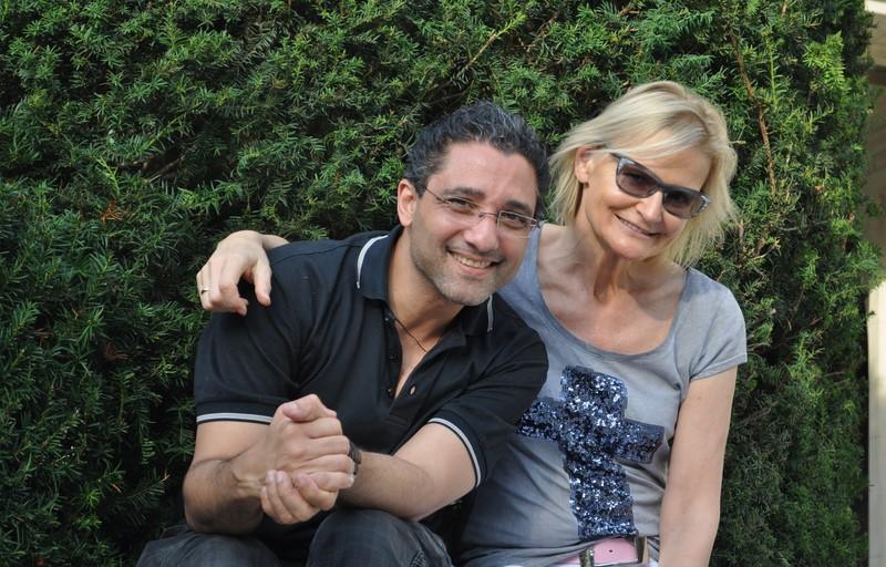 """Darrel Toulon bezeichnet sich lachend mit drei Worten: """"not so easy"""". Hier mit Hedi Grager (Foto Reinhard Sudy)"""