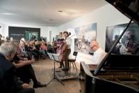 Cellist Friedrich Kleinhapl stellte im Atelier Jungwirth seine Tango-CD vor (Foto Christian Jungwirth)
