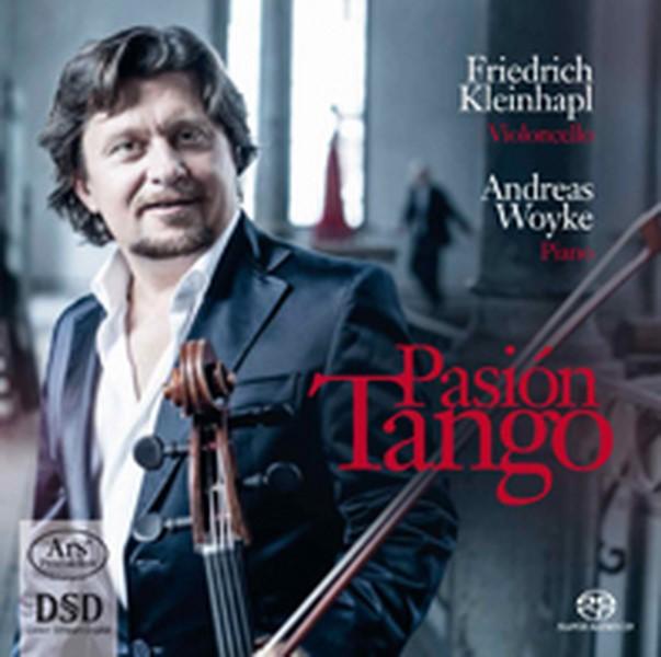 Friedrich Kleinhapl und Andreas Woyke nahmen ihre CD in der Grazer List-Halle auf. Friedrich betont wie wichtig es ihm ist, die Energie des Publikums mit einfließen zu lassen.