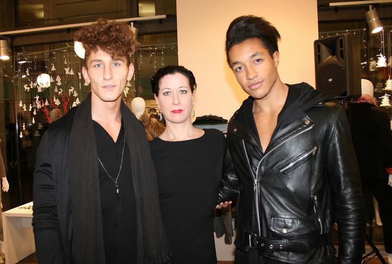 René Svoboda und Ilja Lawal von TrueYou Fashion mit der Gioia-Leiterin Elisa Worschitz  (Foto Christina Dow)