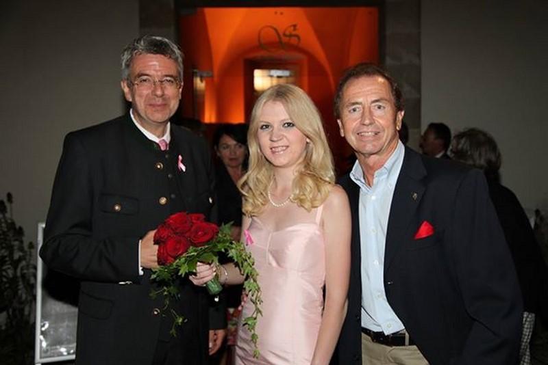 Bei der Pink Ribbon Gala 2013 konnte Christiane Baldauf auch den Leibnitzer Mister Ferrari, Heribert Kasper (rechts), begrüßen (Foto Guido Lienhart).