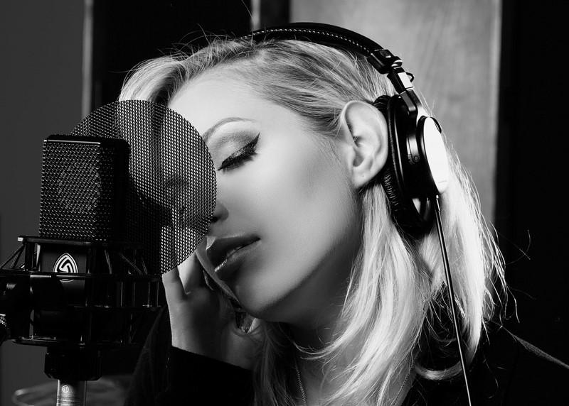 """Wenn eine Single von mir in der ersten Woche auf 17 Radiostationen gespielt wird, dann denke ich mir: 'Irgendwas hab ich richtig gemacht, dann freu ich mich'"""". (Foto Lewitt)"""