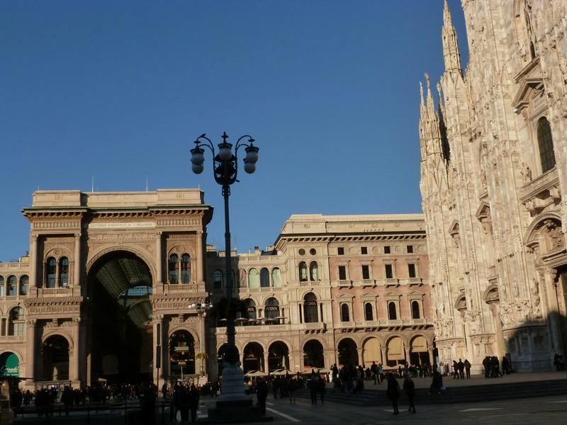 Der Mailänder Dom und die Galleria Vittorio Emanuele II auf der Piazza del Duomo (Foto Reinhard Sudy)