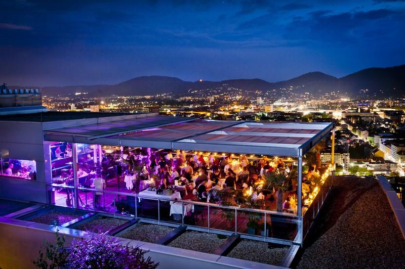 Die Präsentation des SCHLOSSBERG Magazins fand in der Skybar mit wundervoller Aussicht auf die Grazer Altstadt statt.
