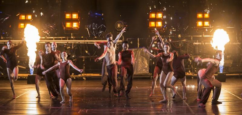 Die Tanzkompanie in der Bühnenshow 2014-2015 (Foto Werner Kmetitsch)