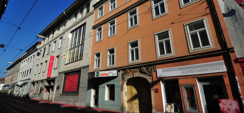 Wilder Mann in der Grazer Jakoministraße: Aus einem alten Gebäude mit wechselhafter Geschichte entsteht eine Immobilie mit modernen Büro- und Wohnflächen inklusive luxuriöser Penthäuser (Foto Pluto Immobilien)
