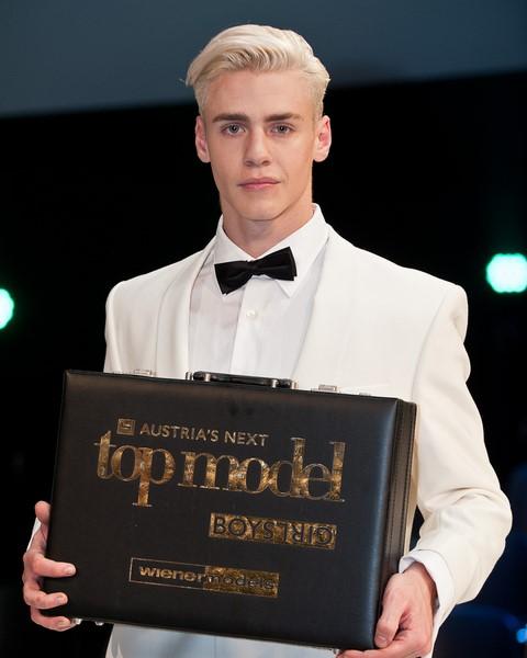 """Oliver ist Austria's next Topmodel und Melanie Scheriau meint: Oliver ist ein würdiger Sieger, er ist einfach toll und hat großes Potenzial!"""" ((c) Nick Albert)"""