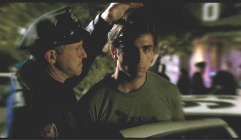 """Swen Temmel spielt in einer Folge von """"Castle"""" die Rolle des jungen Frank Henson. Dieser wird verdächtigt, die Lehrerin Kim Tolbert vor 15 Jahren brutal erschlagen zu haben."""