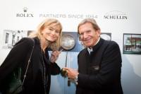 Anne Marie und Hans Schullin vor der von Thomas Schullin 1850 handgefertigten Uhr (Foto GEOPHO by Jorj Konstantinov)