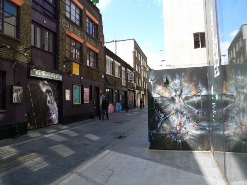 Shoreditch ist ein neues, sehr lebendiges und boomendes Londoner Stadtviertel. Restaurants, coole Bars und interessante Shoppingerlebnisse haben aus der einst düsteren Gegend einey der begehrtesten Viertel der Hauptstadt gemacht, das seinen Charme nicht verloren hat (Foto Hedi Grager)