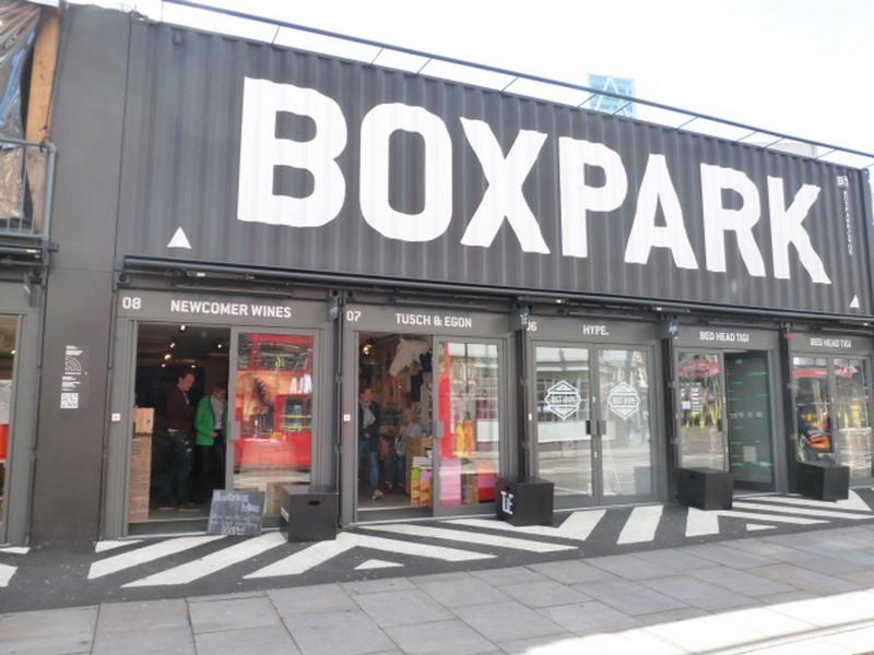 """Seit 2011 gibt es im Londoner Stadtteil Shoreditch die Boxpark Pop-up-Mall, die aus 61 Schiffscontainern besteht. In einem davon ist Peter Honegger mit """"Newcomer Wines"""" (Foto Reinhard Sudy)"""