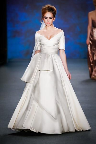 Das atemberaubende Hochzeitskleid von Lena Hoschek Atelier (Fotos Getty Images)