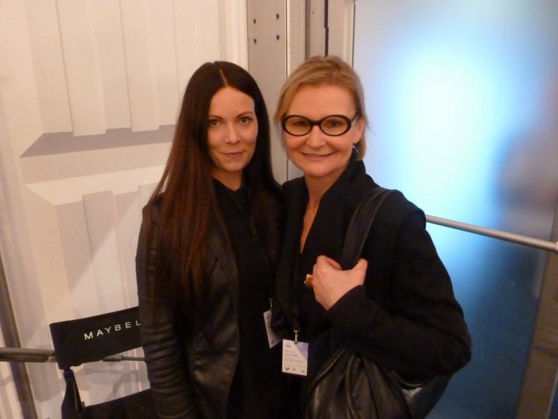 Rebekka Ruetz ganz entspannt vor der Show - hier mit Hedi Grager.
