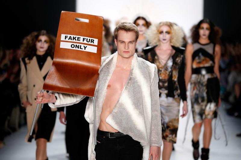 """Besonderen Wert legt die Designerin Rebekka Ruetz auf """"FAKE FUR ONLY"""" (Fotos Getty Images)"""