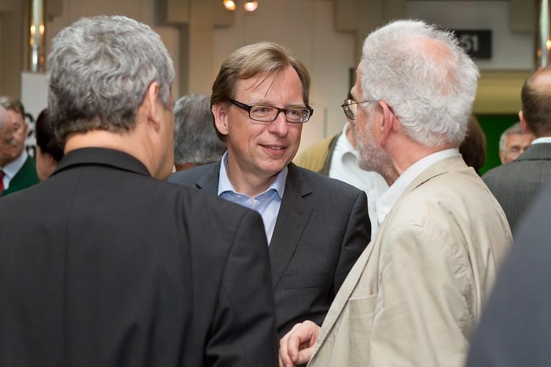 Landesrat Dr. Christian Buchmann ist immer ein beliebter Gesprächspartner (Foto Regine Schöttl)