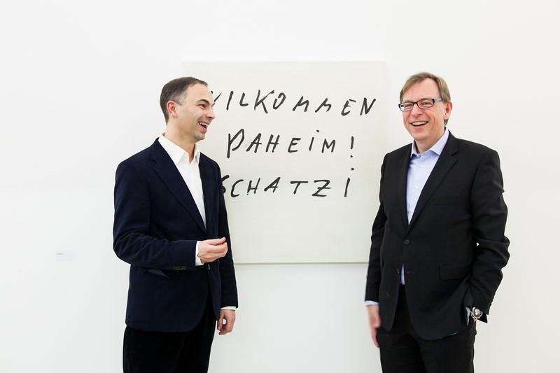 Landesrat Dr. Christian Buchmann mit dem Direktor des Künstlerhauses in Graz, Sandro Droschl.