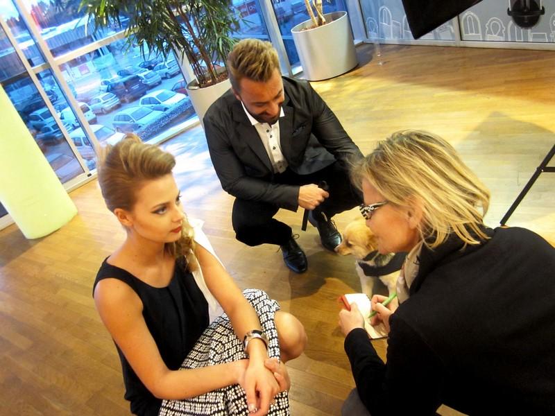 Beim Shooting konnte ich mit Gewinnerin Joyce und 'Naturburschen' und Model Tommy sprechen, der in entzückender Begleitung kam: mit Sam (Foto Sylvia Baumhackl)