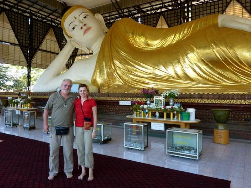 Nadine Marie mit ihrem Vater, dem Fotografen und Weltenbummler Sepp Wohlmuth in Burma.