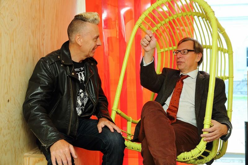 Steirischer Herbst 2014: LR Dr. Christian Buchmann mit dem britischen Künstler Luke Morgan (Foto  J.J. Kucek)
