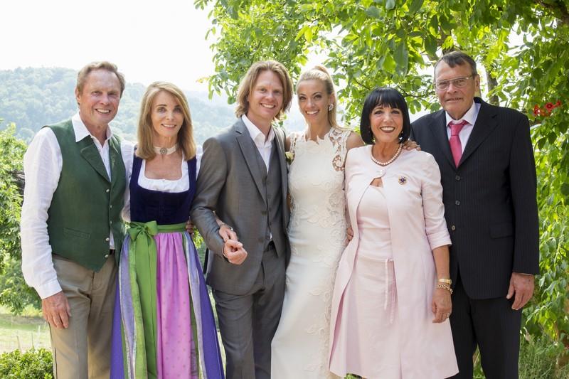 Im Sommer 2013 haben Coco und Mike, hier mit ihren Eltern, im südsteirischen Gamlitz geheiratet.