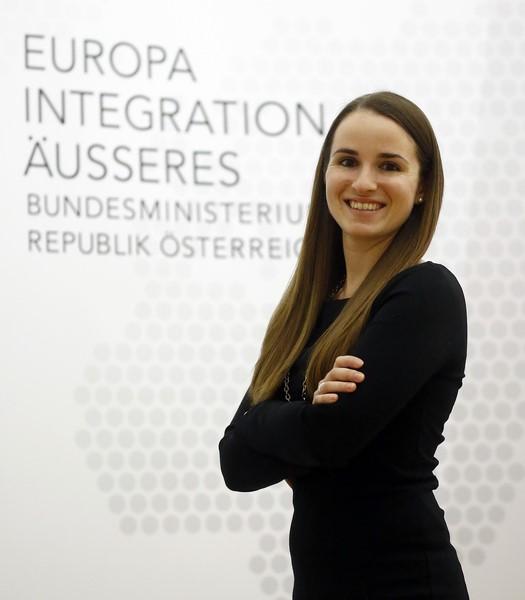 Seit März 2014 unterstützt Lisa Wieser als persönliche Assistentin Sebastian Kurz, Bundesminister für Europa, Integration und Äußeres (Foto Dragan Tatic)